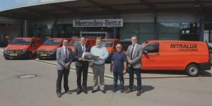 Ils attirent tous les regards : cinq Mercedes-Benz Vito rouge-orangé pour Intralux Loca-tions SA