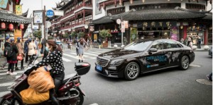 Deuxième étape de la « World Intelligent Drive » : sur la route à la conduite autonome : Mercedes-Benz sur test automatisé drive dans la mégalopole de Shanghai.